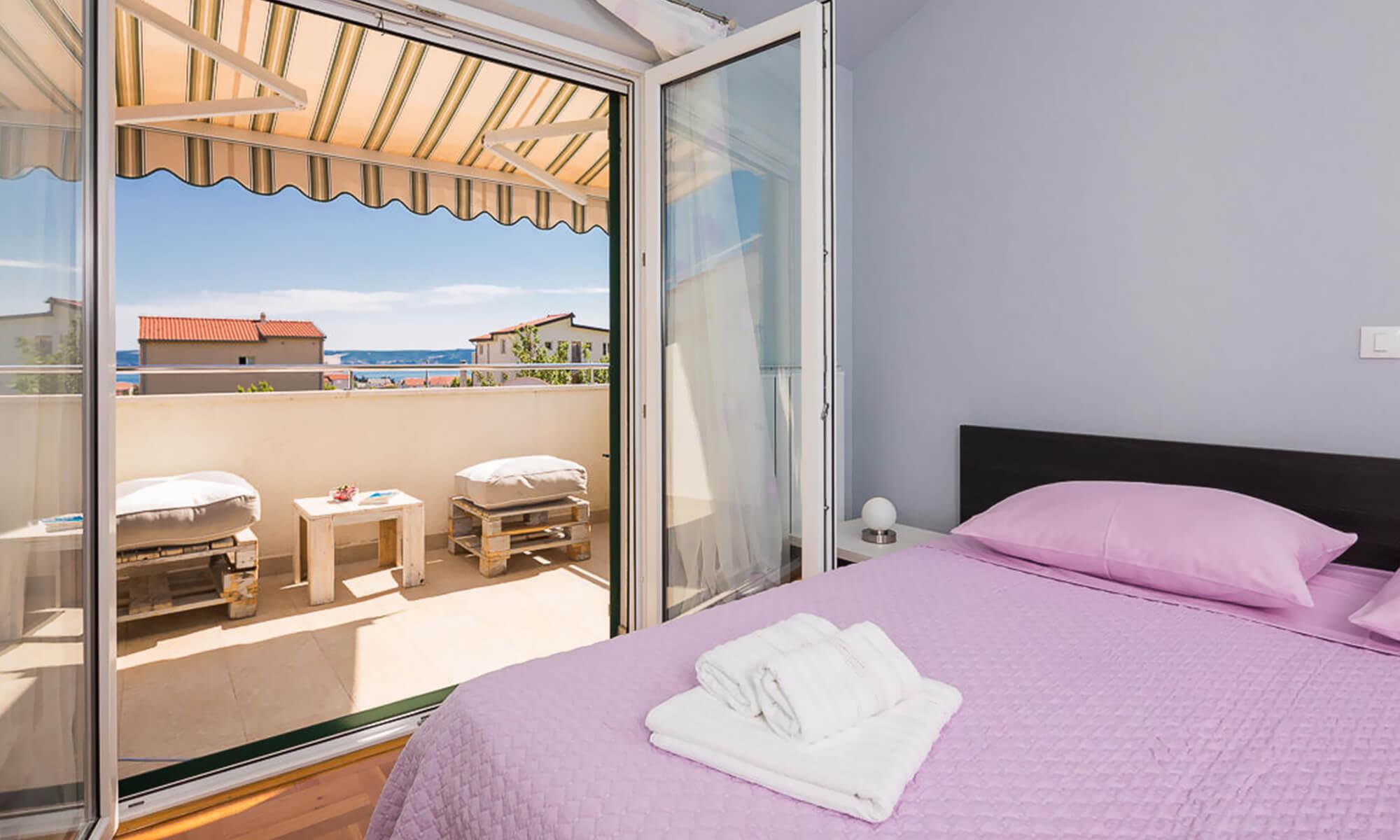 Logan Villa & Apartment